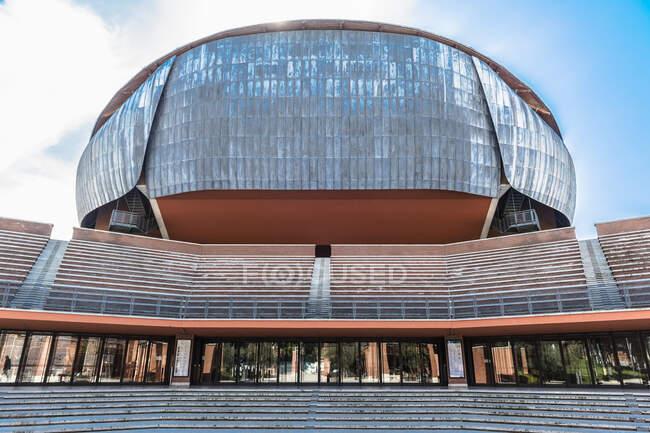 Torium Parco della Fucca - это большой многофункциональный общественный музыкальный комплекс, спроектированный итальянским архитектором Рикардо Пьяно. — стоковое фото
