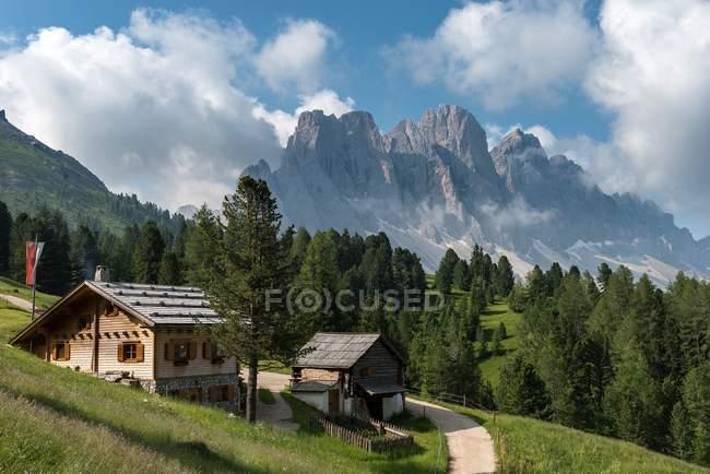 O Kaserillalm/malga Caseril, vale de Funes, Dolomites, Trentino-Alto Adige, Italy — Fotografia de Stock