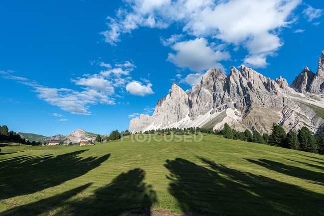The peaks of the Odle/Geislerspitzen in the evening, Funes Valley, Dolomites, Trentino-Alto Adige, Italy — Stock Photo