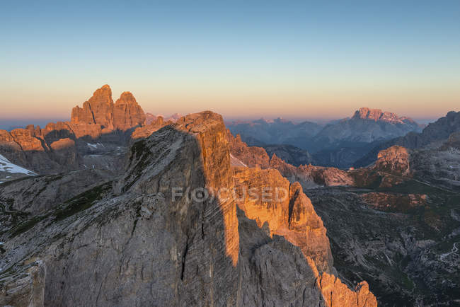Alpenglow in the Dolomites, Dolomiti di Sesto, Trentino-Alto Adige, Italy — Photo de stock