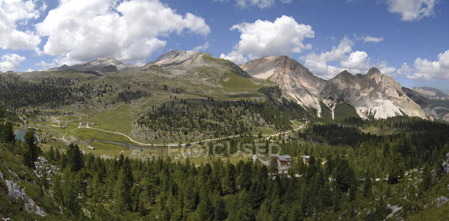 The refuges Lavarella and Fanes, Fanes-Sennes-Prags Nature Park, Dolomites, Trentino-Alto Adige, Italy — Stock Photo