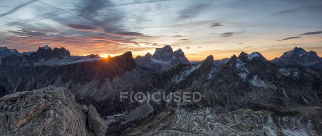 Sonnenaufgang fotografiert vom Gipfel der Gusela, Dolomiten, Venetien, Italien — Stockfoto