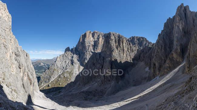 Vue de Plattkofelvalley à Sassolungo / Langkofel, Dolomites, Trentin-Haut-Adige, Italie — Photo de stock