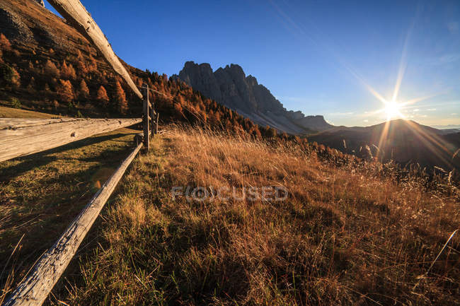 The last light a malga Gampen, in the background the Odle group, Funes valley, Trentino-Alto Adige, Italy, Europe — Stock Photo