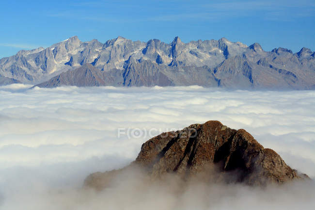 View from Mount Azzarini of a carpet of clouds that covers the lower Valtellina during autumn, San Marco Pass, Albaredo, Bitto Valley, Lombardy, Italy, Europe — Stock Photo