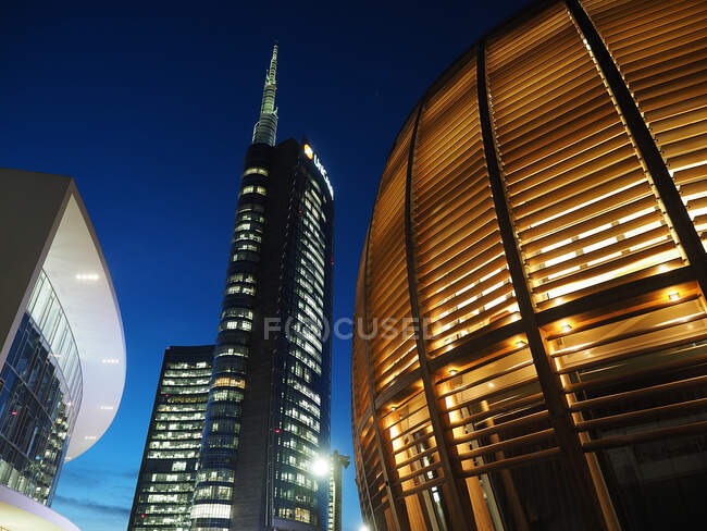 UniCredit bank tower and Pavillion, Porta Nuova District, Milan, Lombardy, Italy, Europe — Stock Photo