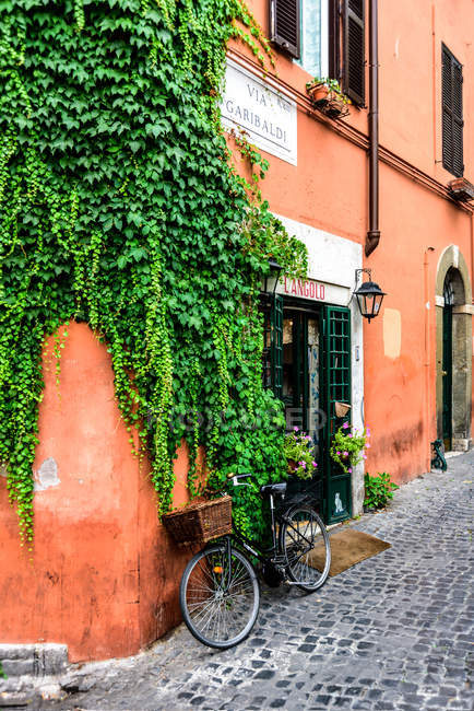 Via Garibaldi street, Trastevere district, Rome, Lazio, Italy, Europe — Stock Photo