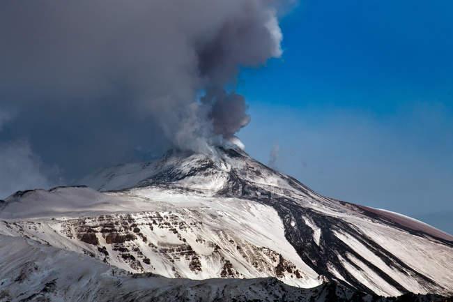 Vulcão de Etna na erupção, vista de Malabotta, Sicília, Italy, Europa — Fotografia de Stock