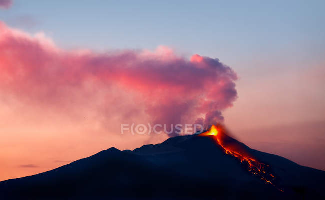 Etna volcano in eruption, view from Malabotta, Sicily, Italy, Europe — Stock Photo