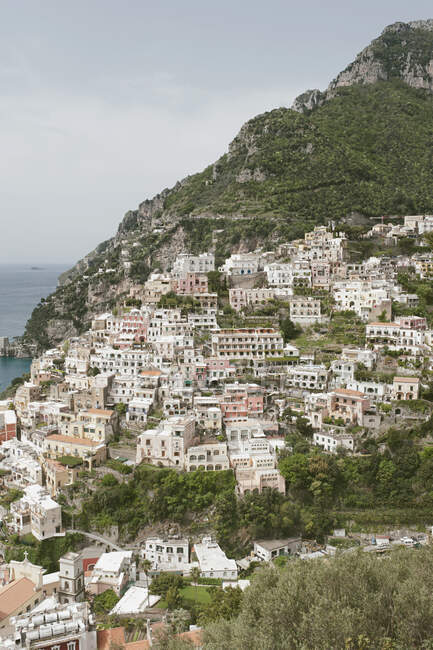 Город Пофетано с вершины холма, побережье Амальфи, Кампания, Италия, Европа — стоковое фото