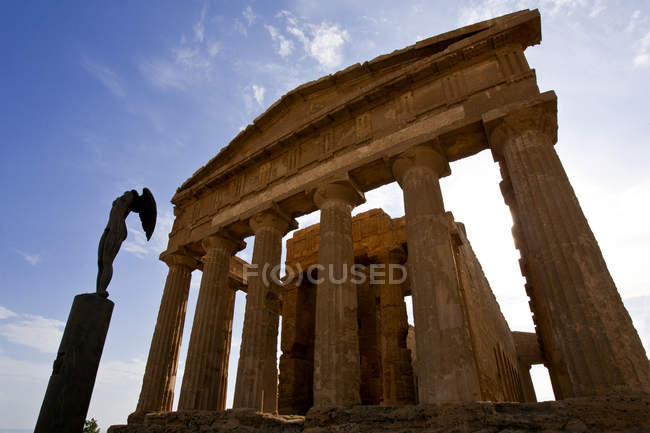 Valle dei Templi valley, Mitoraj sculpture, Agrigento, Sicily, Italy, Europe — Stock Photo