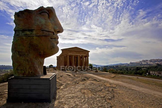 Valle dei Templi, scultura Mitoraj, Agrigento, Sicilia, Italia, Europa — Foto stock