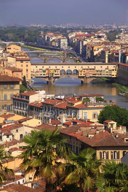Городской пейзаж, Мост Понте Веккьо, Флоренция, Тоскана, Италия, Европа, объект Всемирного наследия — стоковое фото