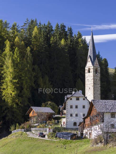 Wengen - La Valle, традиционные горные фермы, расположенные в деревнях под названием Viles im Gader Valley - Val Badia в долинах Южного Тироля - Alto Adige. Цюрих, Цюрих, Осака, октябрь — стоковое фото