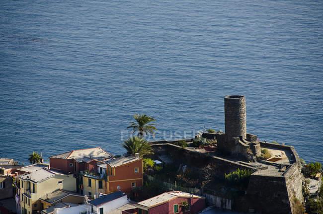 Castle tower of the Doria and Vernazza cityscape, Liguria, Italy, Europe, — Stock Photo