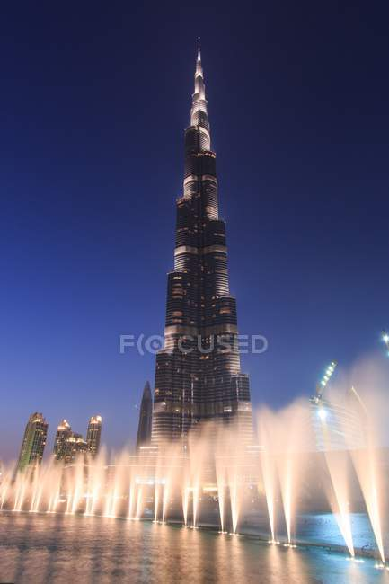 Nachtansicht des Burj Kalifa, des höchsten Wolkenkratzers der Welt, Dubai, Vereinigte Arabische Emirate, Naher Osten — Stockfoto