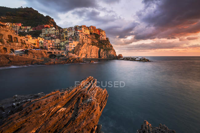 Cityscape at sunset, Manarola, Cinque Terre National Park, Ligury, Itália — Fotografia de Stock