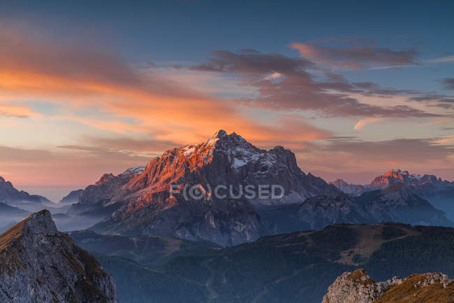 Mount Pelmo and Corvo Alto mount view from Mondeval, Dolomites, Italy — Stock Photo