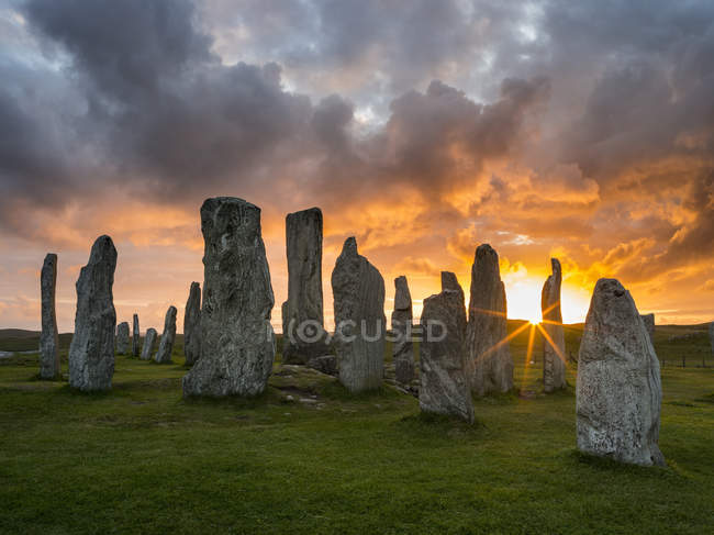 Standing Stones of Callanish (Callanish 1) on the Isle of Lewis in the Outer Hebrides. The megalithic monument is cross shaped with a central ring of stones and was buildt between 2900 and 2600 BC. It is probably oriented towards the moon not the sun — Stock Photo