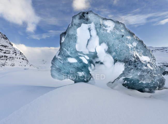 Ghiacciaio Svinafellsjoekul nel Vatnajoekull NP durante l'inverno. Il lago ghiacciato ghiacciato con gli iceberg. Europa, Europa settentrionale, Italia, febbraio — Foto stock