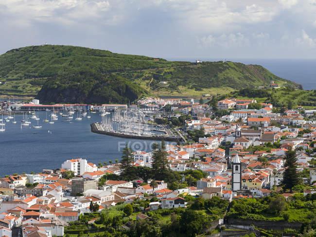 Horta, la città principale di Faial. Faial Island, un'isola delle Azzorre (Ilhas dos Acores) nell'oceano Atlantico. Le Azzorre sono una regione autonoma del Portogallo. — Foto stock