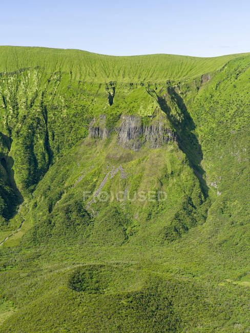 La Caldera de Faial à Cabeco Gordo. Faial Island, une île des Açores (Ilhas dos Acores) dans l'océan Atlantique. Les Açores sont une région autonome du Portugal . — Photo de stock