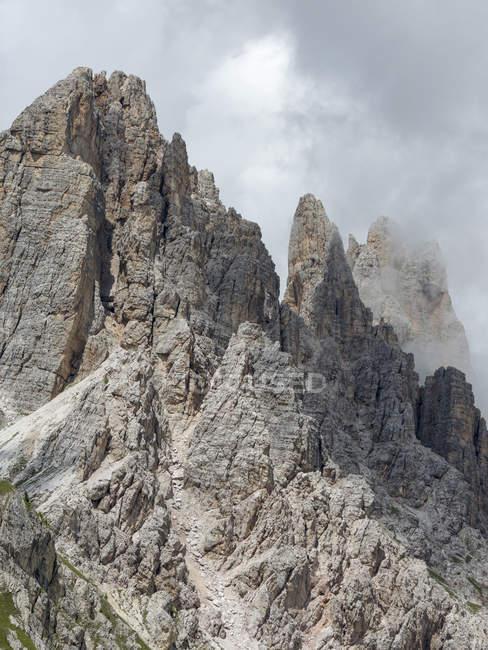 Саммиты Крода-да-Лаго в Доломитовых Альп в Венето возле Кортина-д'Ампеццо. Часть всемирного наследия Unesco. Европа, Центральная Европа, Италия — стоковое фото