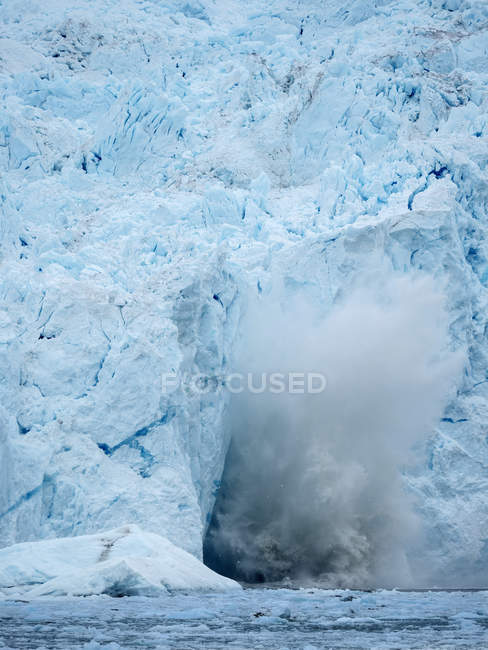 Vitello del ghiacciaio Eqip (Eqip Sermia o Ghiacciaio Eqi) in Groenlandia. , Regioni polari, Danimarca, agosto — Foto stock