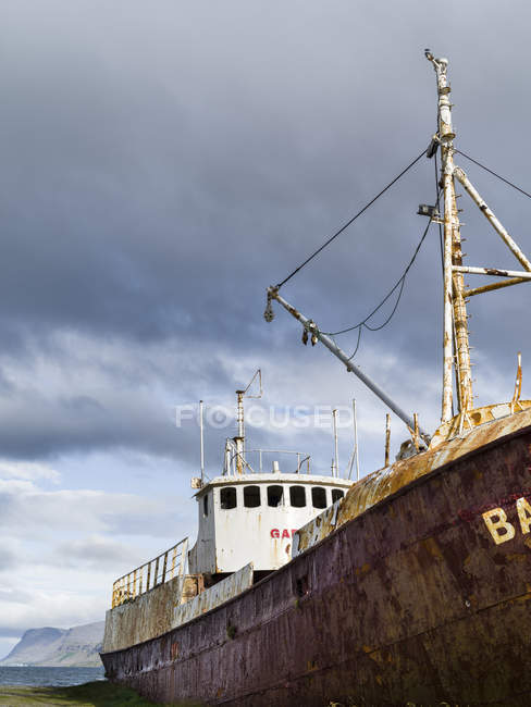 Wreck of the Gardar, the first steel ship of Iceland .  The remote  Westfjords (Vestfirdir) in north west Iceland. Europe, Scandinavia, Iceland — Stock Photo