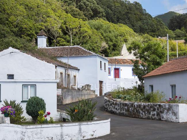 Case tradizionali vicino a Serreta. Isola Ilhas Terceira, parte delle Azzorre (Ilhas dos Acores) nell'oceano Atlantico, una regione autonoma del Portogallo. Europa, Azzorre, Portogallo . — Foto stock