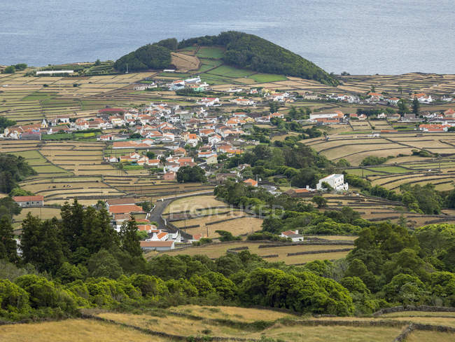 Landscape and villages in the southwest of the island. Island Ilhas Terceira, part of the Azores (Ilhas dos Acores) in the atlantic ocean, an autonomous region of Portugal. Europe, Azores, Portugal. — Stock Photo