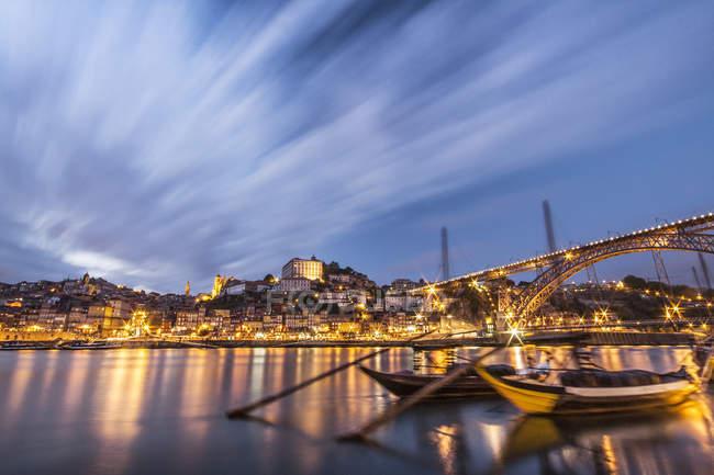 Fiume Douro vicino alla città di Porto, Oporto, Portogallo, Europa — Foto stock
