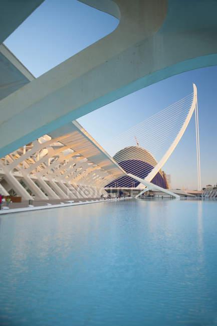 Museu de les Ciences Principe Felipe, Assut de l'Or Bridge, Ciutat de les Arts i les Cincies, Valencia, Spain, Europe — Stock Photo