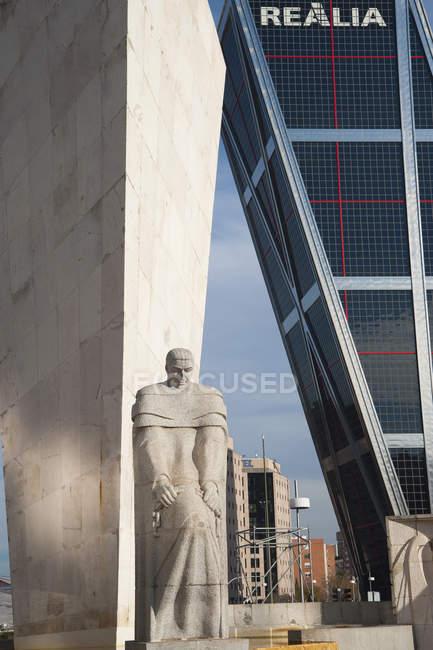 Kio Towers, Office Towers, Bank Bankia y Realia, Puerta de Europa, Plaza de Castilla, Madrid, España. - foto de stock