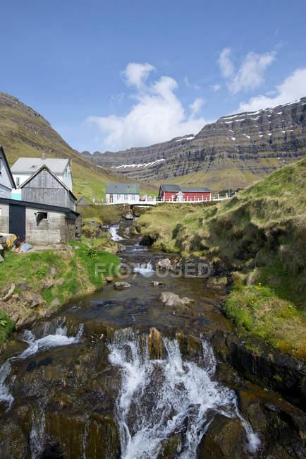 Villaggio di Kunoy sull'isola di Kunoy. Nordoyggjar (Isole del Nord) nelle Isole Faroe, Danimarca, Scandinavia, Europa — Foto stock