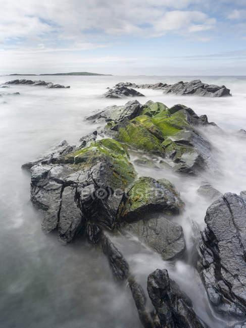 Прибережний пейзаж на заході Вое Сумбург, Шетландськіє материк. Європа, Велика Британія, Шотландія, північні острови, Шетландськіє, травень — стокове фото