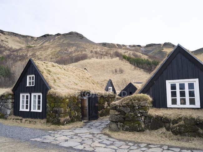 Il museo locale di Skogar. Tradizionale casale islandese con tetto coperto con manto erboso. Europa, Europa settentrionale, scandinavia, Islanda, febbraio — Foto stock