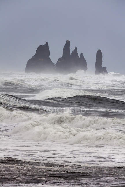 North Atllantic coast near Vik y Myrdal during a winter storm with heavy gales. The Reynisdrangar sea stacks.  europe, northern europe, iceland,  February — Stock Photo