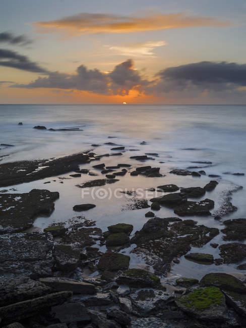 Рибальське селище Ерісейра. Захід сонця на пляжі. Європа, Південна Європа, Португалія — стокове фото