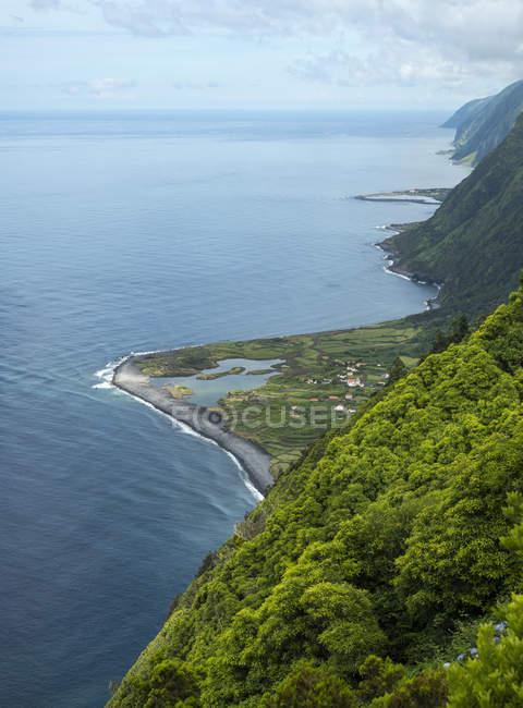 Die Faja dos Cubres und Faja da Caldeira de Santo Cristo. Die Insel Sao Jorge in der Inselgruppe Azoren, einem autonomen Teil von Portugal. Europa, Portogallo, Azzorre — Foto stock