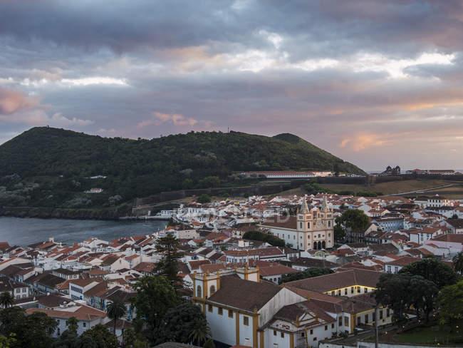 Paesaggio urbano. Capitale Angra do Heroismo, il centro storico fa parte del patrimonio mondiale dell'Unesco. Isola Ilhas Terceira, parte delle Azzorre (Ilhas dos Acores) nell'oceano atlantico, una regione autonoma del Portogallo. Europa, Azzorre, Portogallo. — Foto stock