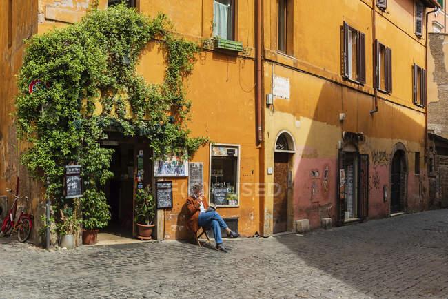 Traditionelles Restaurant auf der Piazza della Scala, Quartiere Trastevere, Rom, Latium, Italien, Europa — Stockfoto