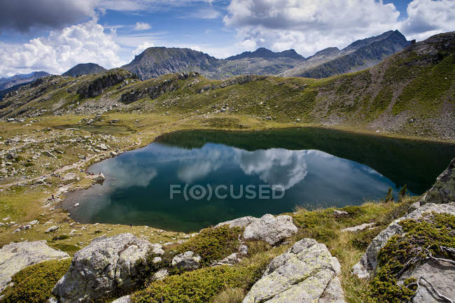 Bombasel Lake, Cavalese, Trentino Alto Abbel, Италия, Европа — стоковое фото