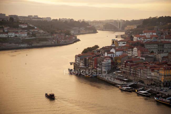 Città Porto (Oporto) a Rio Douro. Il centro storico è elencato come patrimonio mondiale dell'UNESCO. Portogallo, Europa — Foto stock