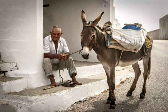 Farmer with donkey, Folegandros island, Cyclades, Aegean Sea, Greece, Europe — Stock Photo