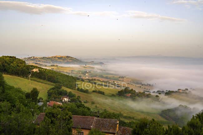Vista da Potenza Picena, Nebbia, Marche, Italia, Europa — Foto stock