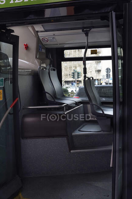 Bus, lifestyle, COVID _ 19, Corona Virus, Milan, Lombardía, Italia, Europa - foto de stock