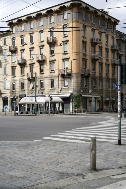 Rua de Milão durante quarentena de coronavírus, Corso Buenos Aires, uma das principais ruas comerciais, estilo de vida, COVID _ 19, Vírus Corona, Milão, Lombardia, Itália, Europa — Fotografia de Stock
