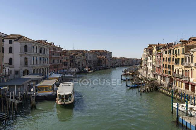Grand canal during coronavirus quarantine, COVID-19 lifestyle, Venice, Veneto, Italy, Europe — Stock Photo