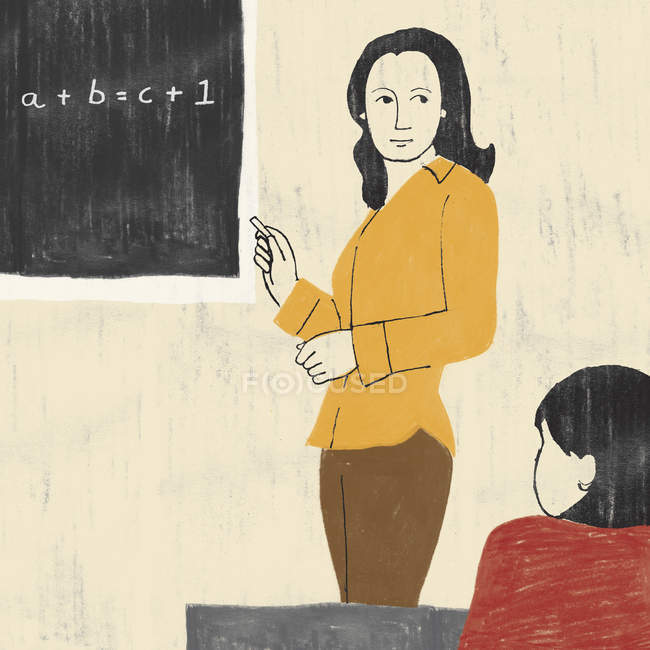 Professor explicando fórmula no quadro negro na escola — Fotografia de Stock